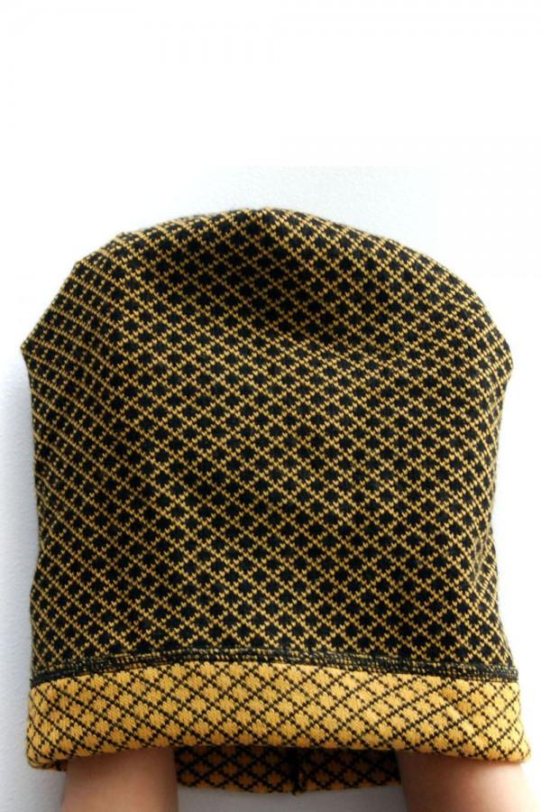 Шапка  черно-желтая, зимняя
