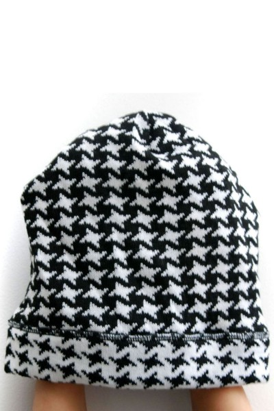 Шапка  черно-белая, зимняя
