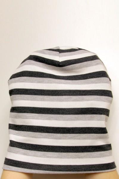 Шапка черно-серо-белая в полоску, зимняя