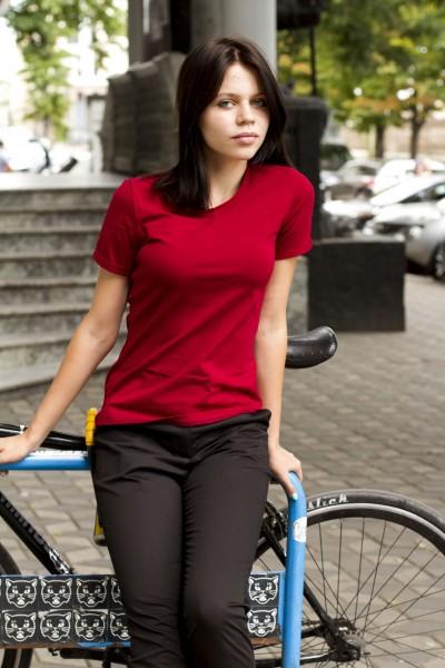 футболка бордовая